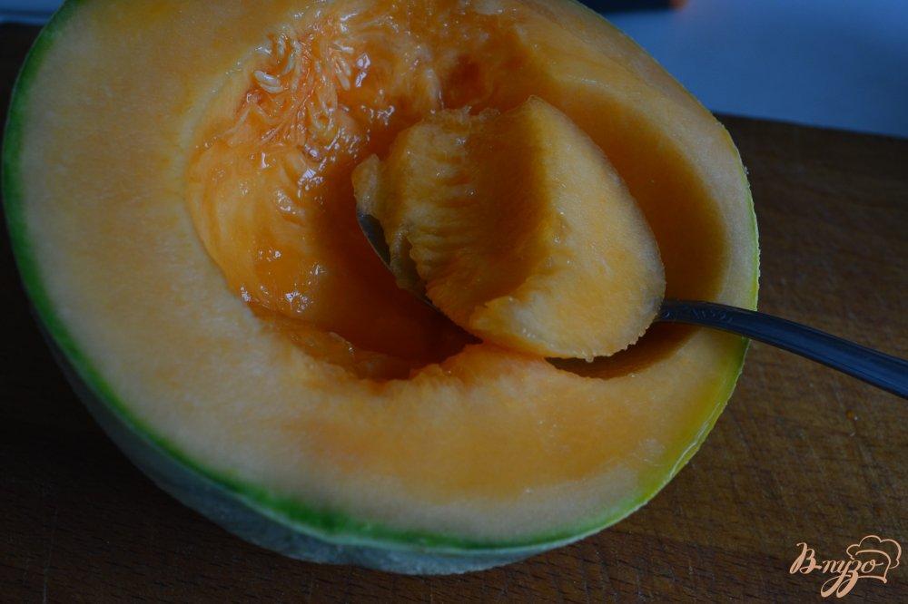Фото приготовление рецепта: Напиток из дыни с персиком шаг №1