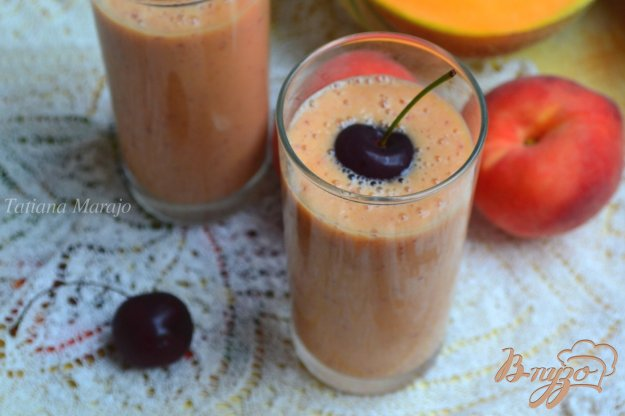 фото рецепта: Напиток из дыни с персиком