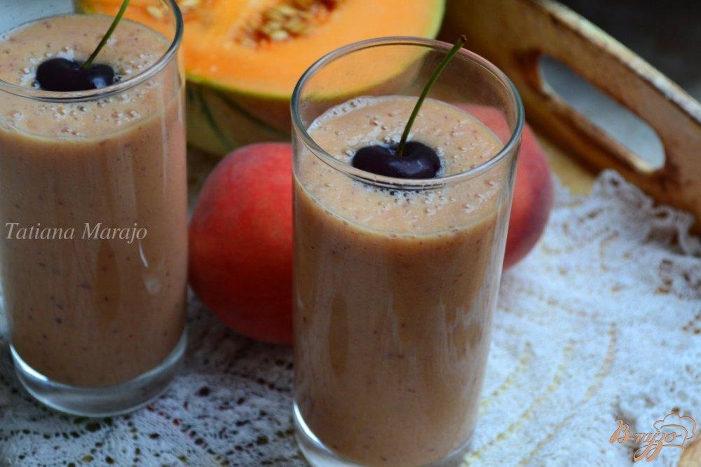 Фото приготовление рецепта: Напиток из дыни с персиком шаг №4
