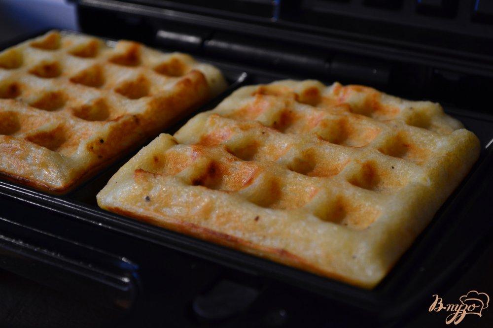 Фото приготовление рецепта: Картофельные вафли шаг №5