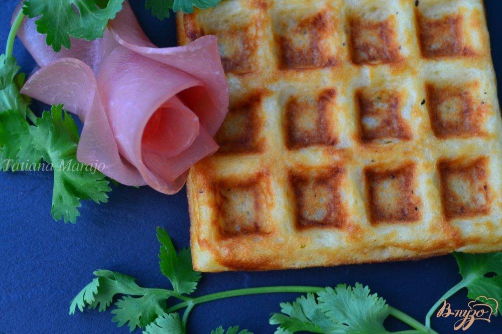 Фото приготовление рецепта: Картофельные вафли шаг №6