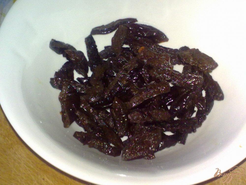 Фото приготовление рецепта: Салат из капусты и чернослива шаг №3