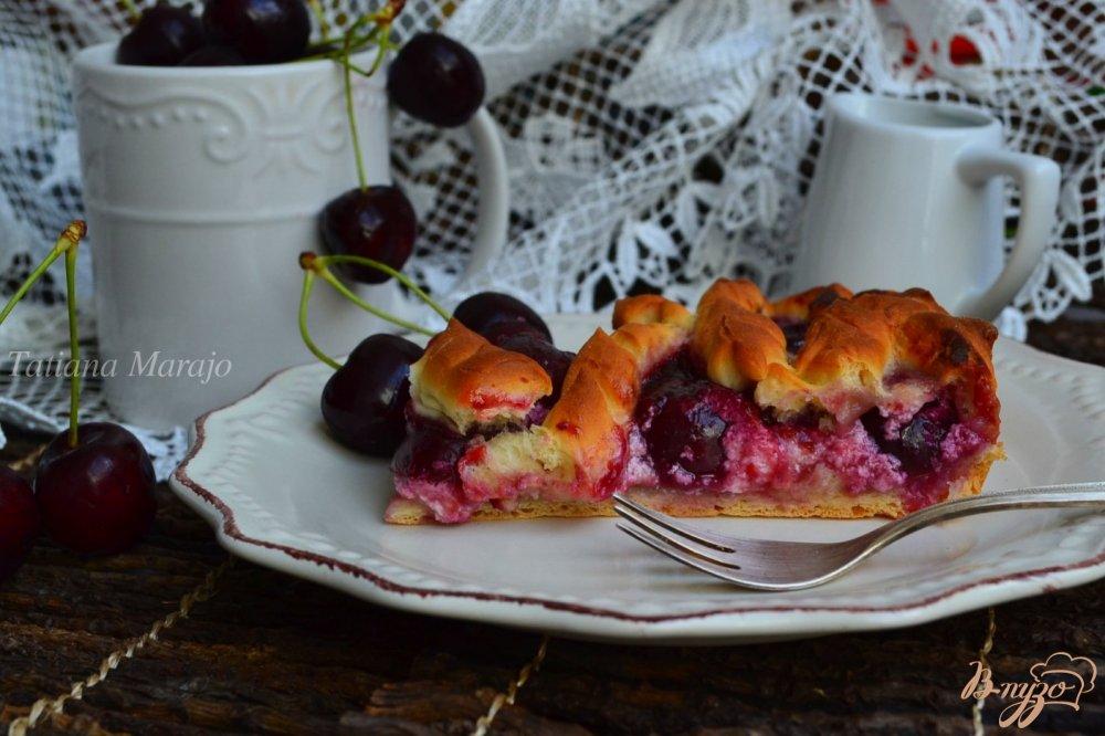 Фото приготовление рецепта: Пирог с черешней и творогом шаг №5