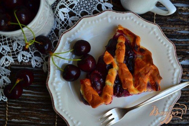 фото рецепта: Пирог с черешней и творогом