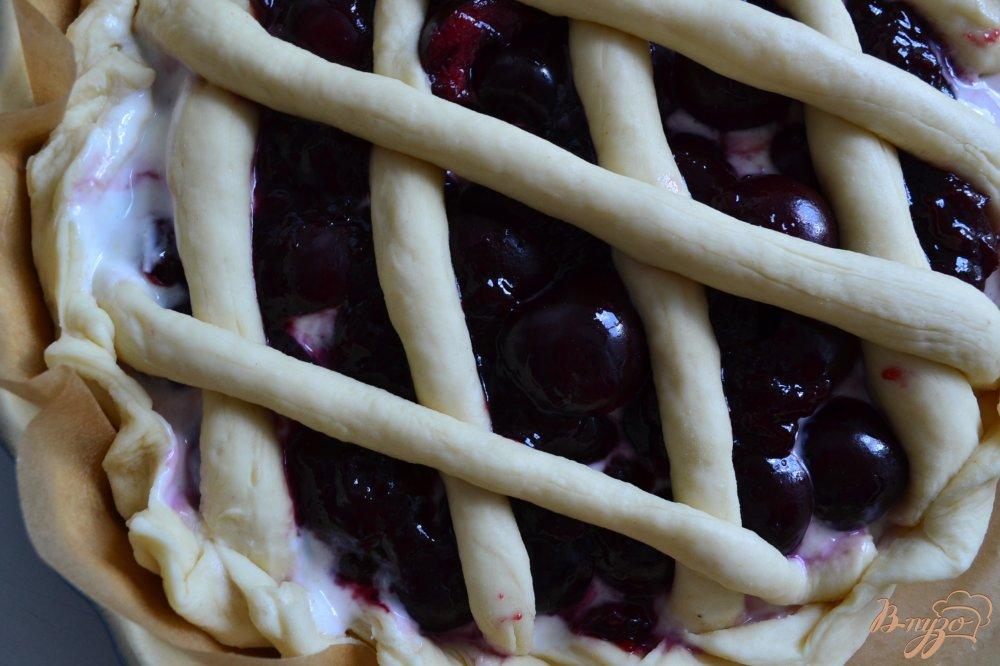 Фото приготовление рецепта: Пирог с черешней и творогом шаг №3