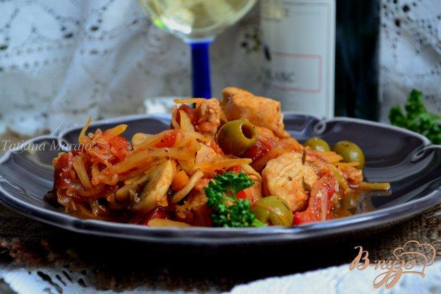Рецепт Тушеная капуста с курицей, грибами и оливками