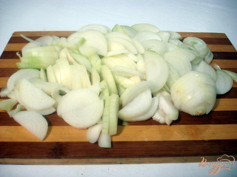 Фото приготовление рецепта: Свинина с луком шаг №5