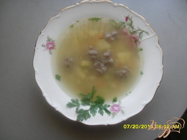 фото рецепта: Суп с фрикадельками и рисовой вермишелью.