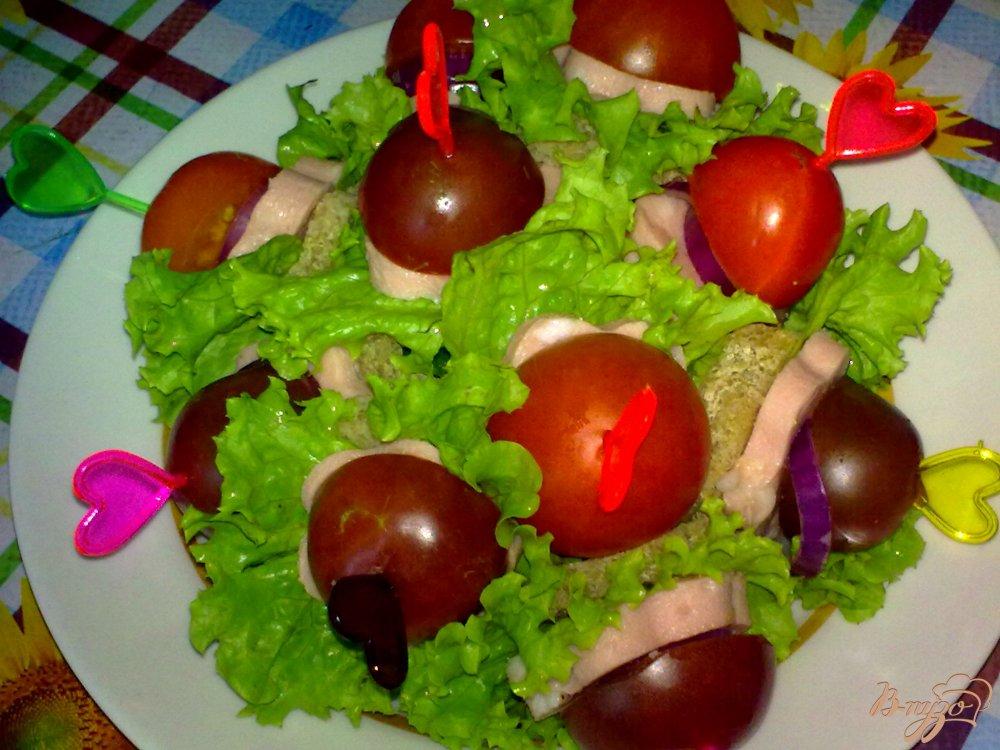 Фото приготовление рецепта: Канапе с колбасой шаг №6