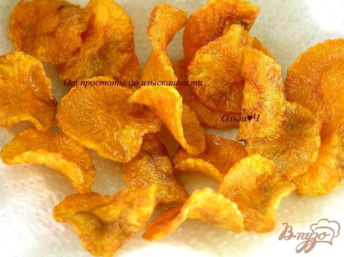 Фото приготовление рецепта: Морковные чипсы шаг №3