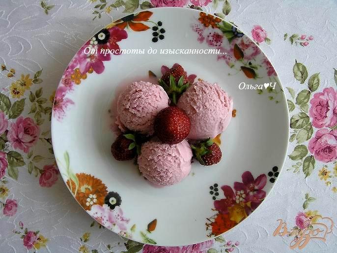 Фото приготовление рецепта: Сливочное клубничное мороженое шаг №7