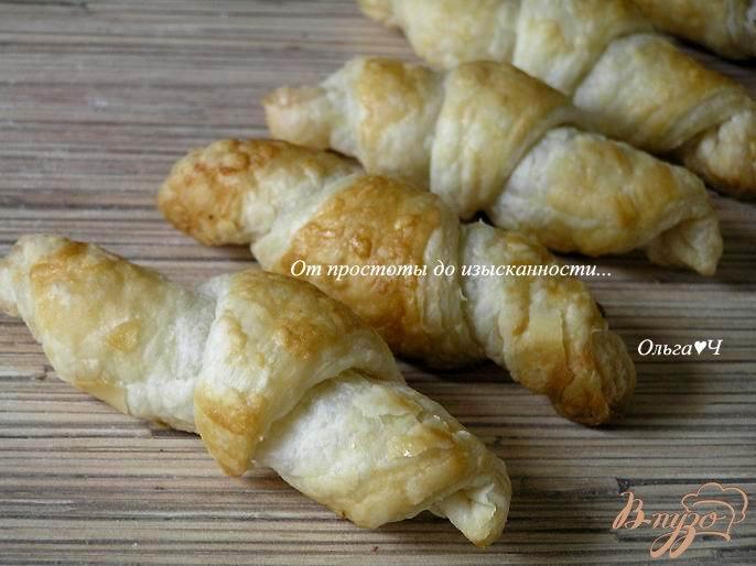 Фото приготовление рецепта: Круассаны с чесноком и итальянскими травами шаг №5