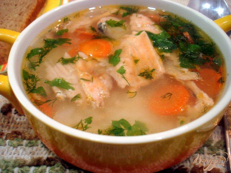 Фото приготовление рецепта: Бульон из хребтов лосося с рисом шаг №7