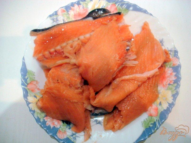 Фото приготовление рецепта: Бульон из хребтов лосося с рисом шаг №1