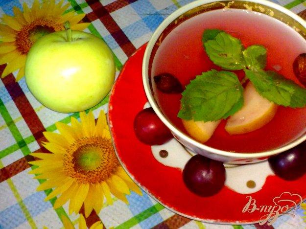 фото рецепта: Компот из красной алычи, яблок и специй
