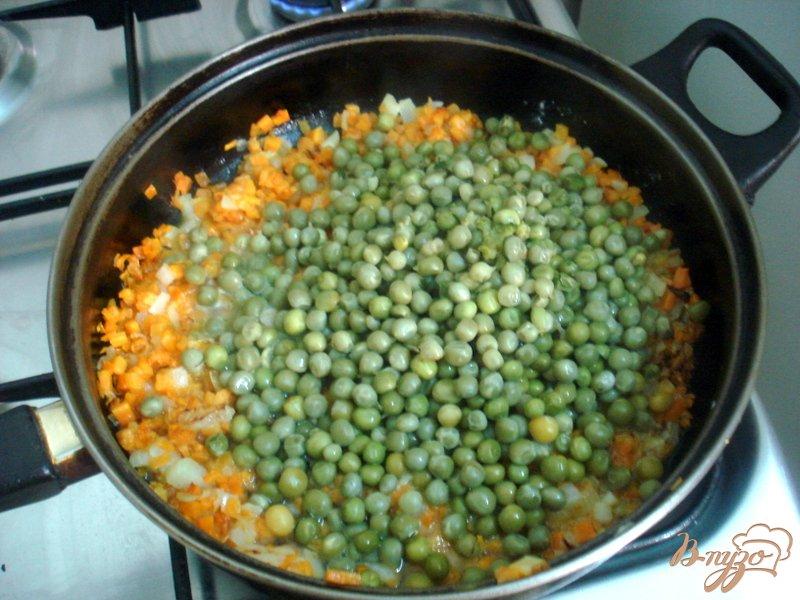 Фото приготовление рецепта: Зелёный горошек с морковью в соусе шаг №6