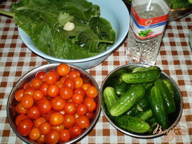 Фото приготовление рецепта: Огурцы и помидоры консервированные шаг №1