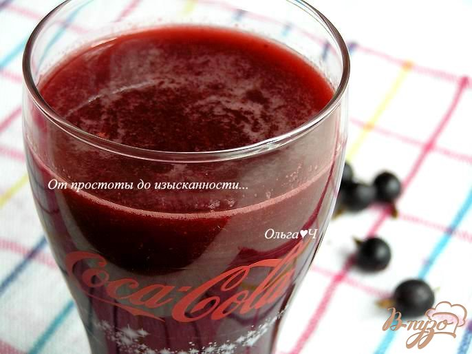 Фото приготовление рецепта: Напиток из кока-колы с ягодами шаг №5