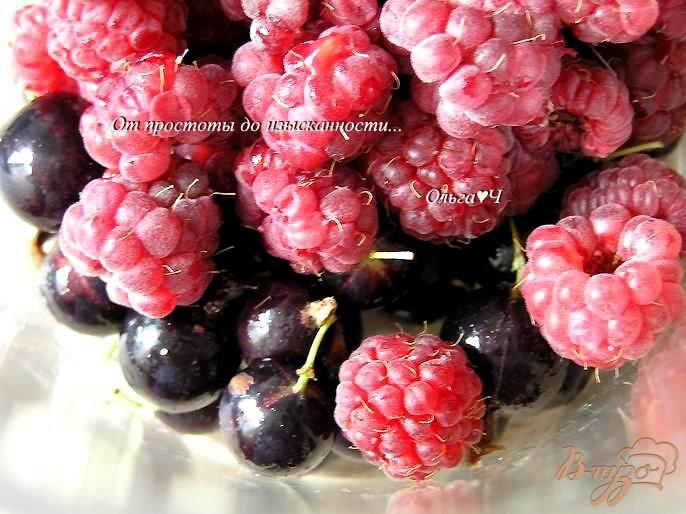 Фото приготовление рецепта: Напиток из кока-колы с ягодами шаг №1