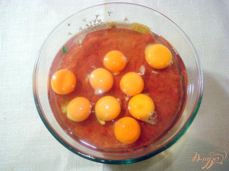 Фото приготовление рецепта: Печёночный торт с грибной начинкой шаг №8