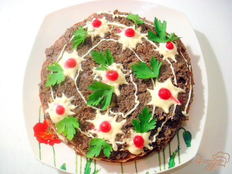 Фото приготовление рецепта: Печёночный торт с грибной начинкой шаг №14