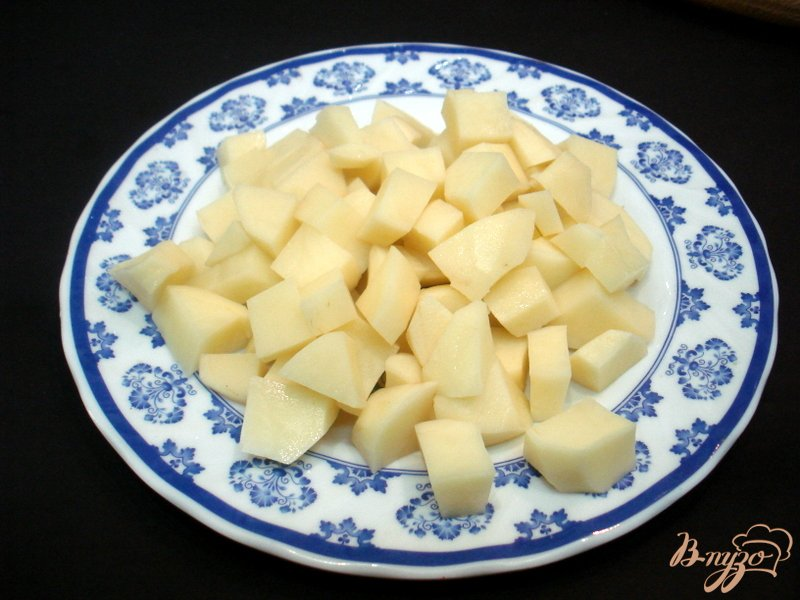 Фото приготовление рецепта: Суп с сырками и зелёным горошком шаг №3