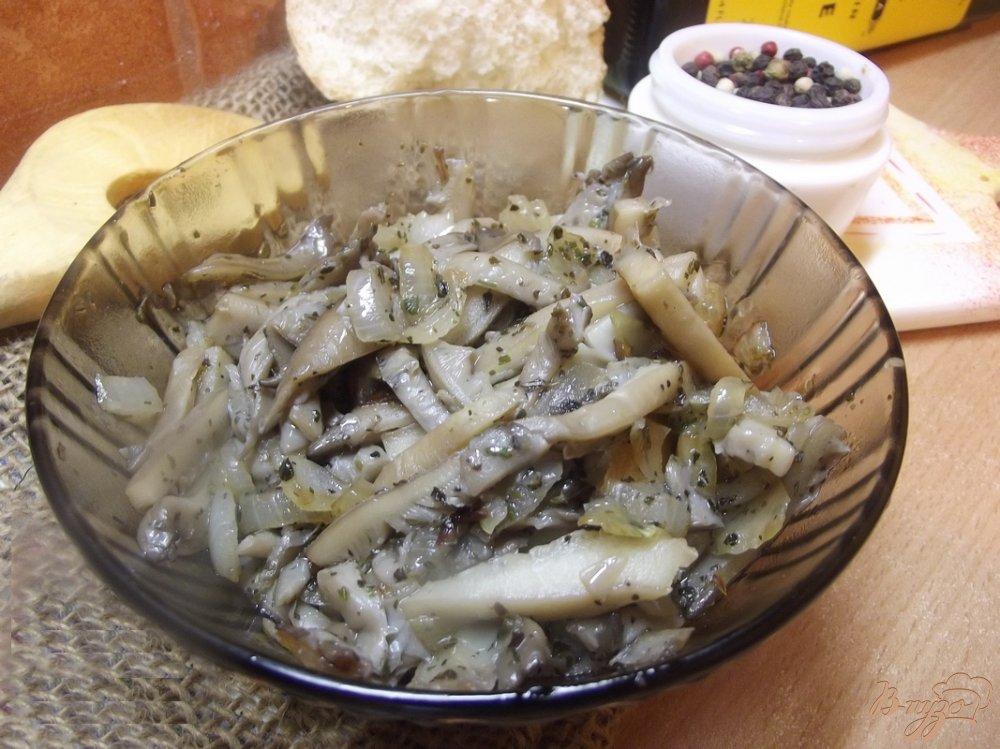 Фото приготовление рецепта: Вешанки жаренные с луком и травами шаг №6