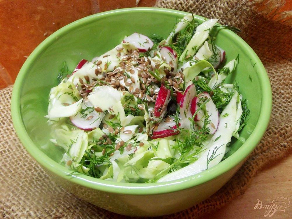 Фото приготовление рецепта: Салат с льняным семенем и редиской шаг №5