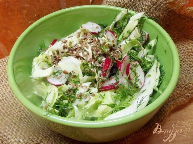 фото рецепта: Салат с льняным семенем и редиской