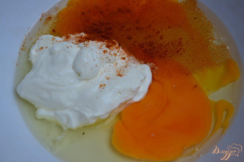Фото приготовление рецепта: Закусочные кексы с цукини и копченой семгой шаг №1