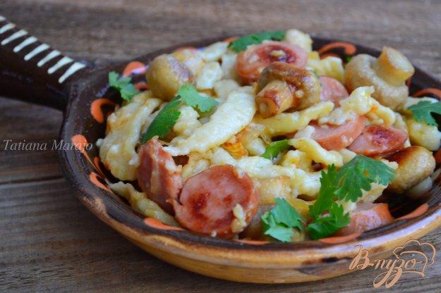 Рецепт Шпецле с грибами и колбасками