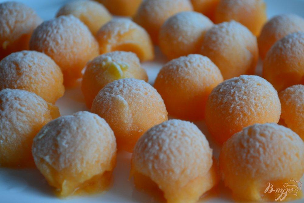 Фото приготовление рецепта: Шарики дыни (заморозка на зиму) шаг №3