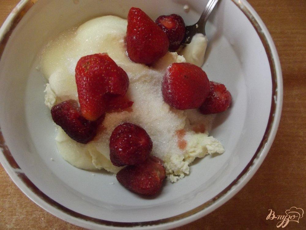 Творожный десерт - желе с клубникой