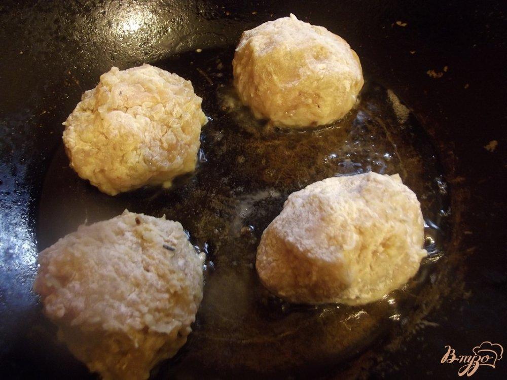 Фото приготовление рецепта: Котлеты куриные с грибами шаг №6