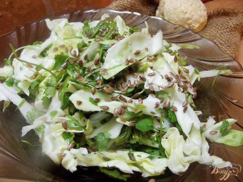 Фото приготовление рецепта: Капустный салат с кинзой шаг №4