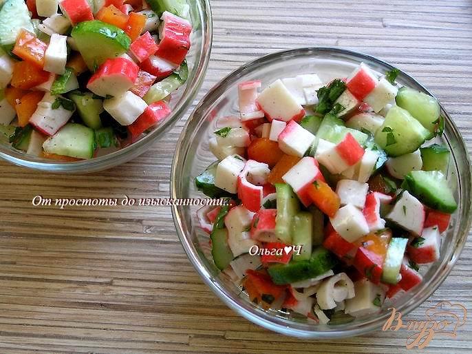 Фото приготовление рецепта: Овощной салат с крабовыми палочками шаг №6