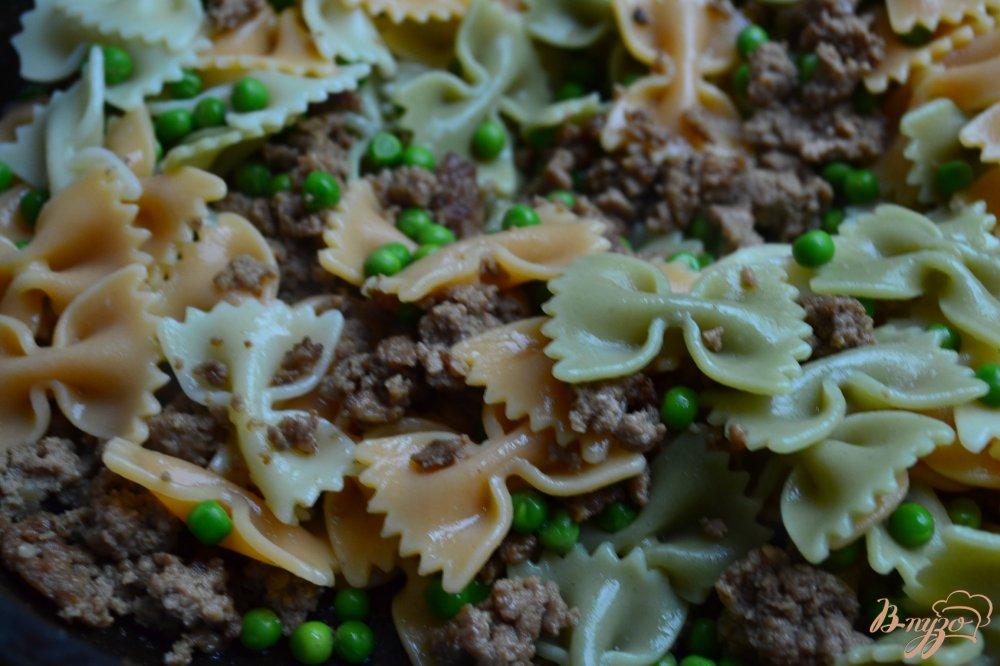 Фото приготовление рецепта: Макароны по-флотски с зеленым горошком шаг №3