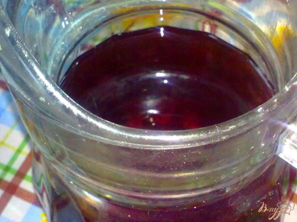 Фото приготовление рецепта: Холодный чай с ромашкой и яблоком шаг №5