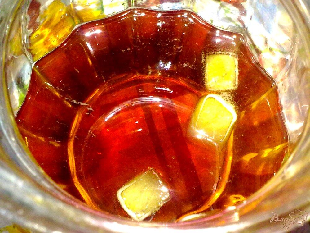 Фото приготовление рецепта: Холодный чай с ромашкой и яблоком шаг №6