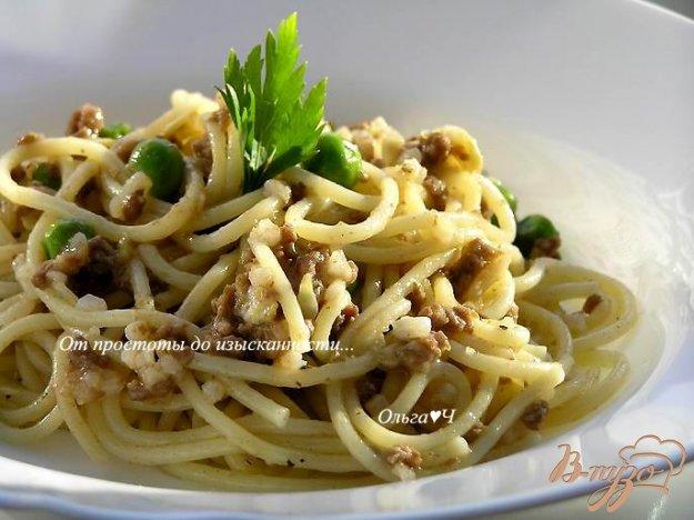 Рецепт Спагетти с мясным соусом и зеленым горошком