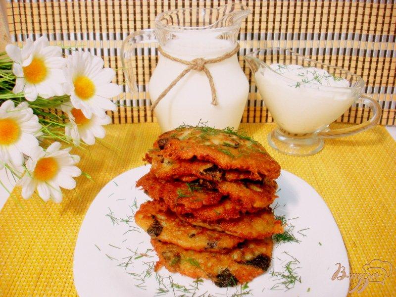 Фото приготовление рецепта: Деруны с грибами шаг №7