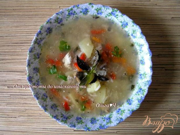 фото рецепта: Суп с рисом, консервой и базиликом