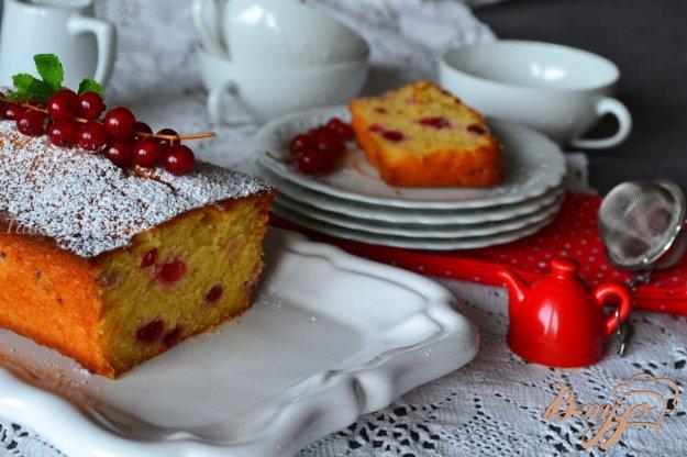 фото рецепта: Медовый кекс с красной смородиной