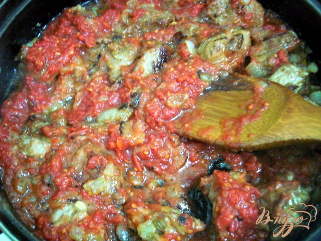 Фото приготовление рецепта: Телятина в томатно-сметанном соусе шаг №6