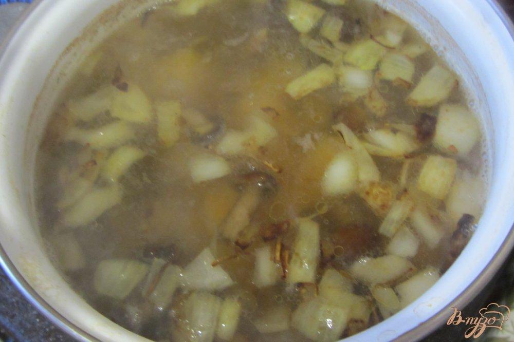 Фото приготовление рецепта: Гороховый суп с опятами. шаг №4