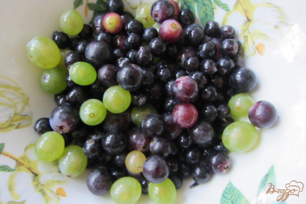 Фото приготовление рецепта: Консервированный виноградно-сливовый напиток шаг №2