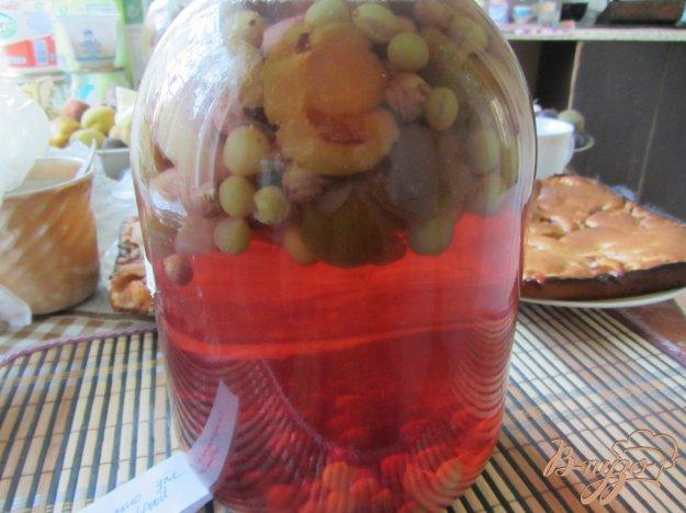 фото рецепта: Консервированный виноградно-сливовый напиток