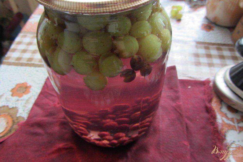 Фото приготовление рецепта: Консервированый виноградный компот шаг №5