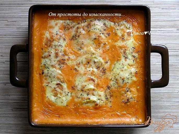 Фото приготовление рецепта: Запеченные кабачки под томатным соусом Бешамель шаг №6