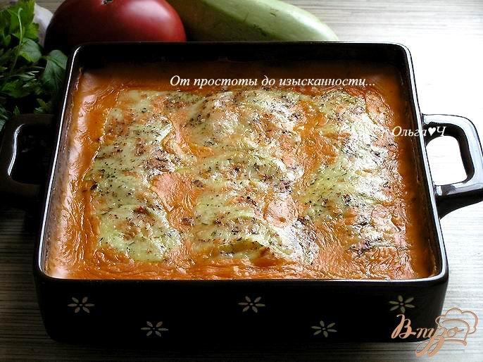Фото приготовление рецепта: Запеченные кабачки под томатным соусом Бешамель шаг №7